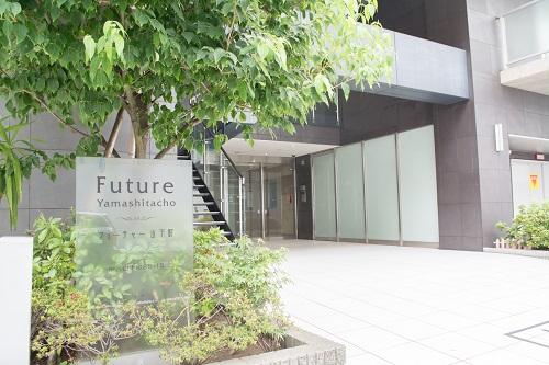 横浜オフィスビルエントランス